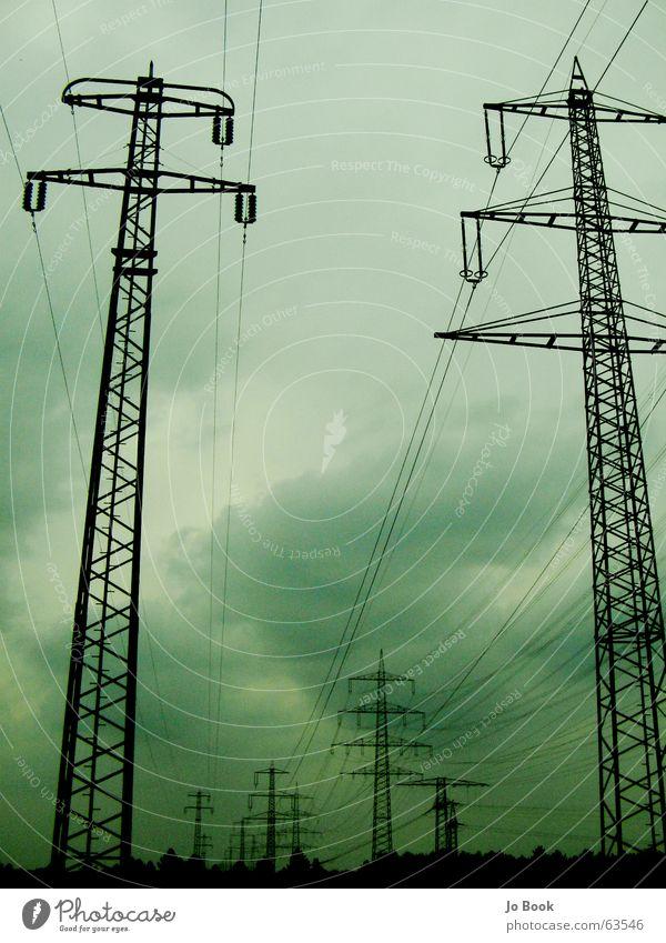 Elektrowetter elektronisch Elektrizität Hochspannungsleitung Stahl grün Wolken Himmel electro electronic Stromkraftwerke clouds steel sky