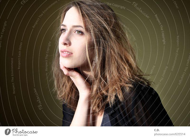 Johanna IV Junge Frau Jugendliche Kopf 18-30 Jahre Erwachsene brünett träumen schön nachdenklich Tagträumer Farbfoto Innenaufnahme Porträt
