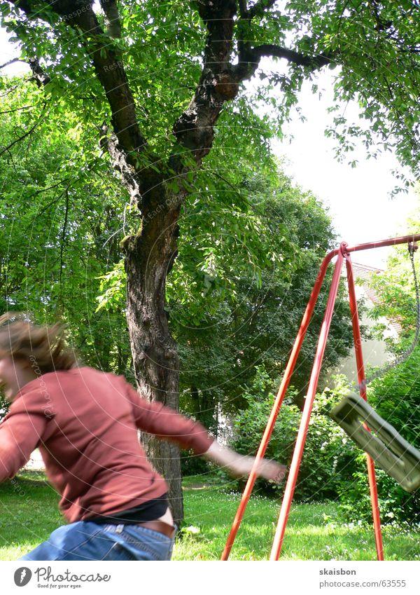 sprung in den sommer 2006 grün Baum Sommer Freude Spielen Wege & Pfade Bewegung springen lustig Freizeit & Hobby Aktion Flügel Schaukel Spielplatz Baugerüst Anschnitt