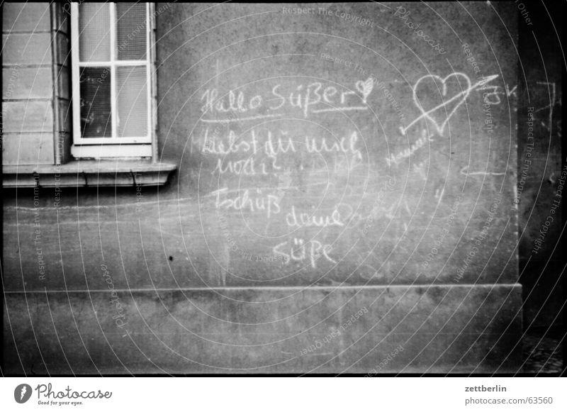 Hallo Süßer süß old-school Aufschrift Liebesbrief Demographie Wand Fenster grafiti grafitti Information Herz Schmerz zettberlin