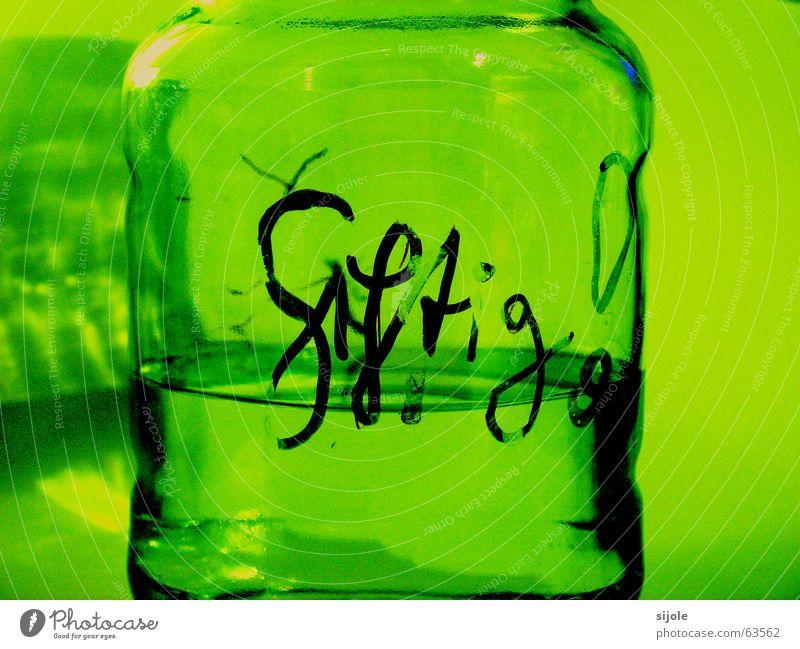 ! ! ! GIFTIG ! ! ! grün schwarz gelb Glas gefährlich Schutz Klarheit Flüssigkeit durchsichtig Warnhinweis Gift Chemie fatal Handschrift