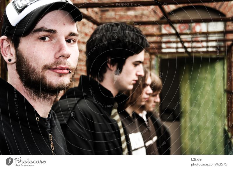 ME AGAINST ORDER - THE FLA FLA GANG Mann alt Gesicht Auge Haus Denken Metall Tür Brücke mehrere Ohr Schnur Bart Mütze Punk