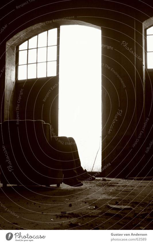Gebt mir einen Namen Einsamkeit Erholung träumen Fuß Schuhe Tor Lagerhalle Sessel Überbelichtung