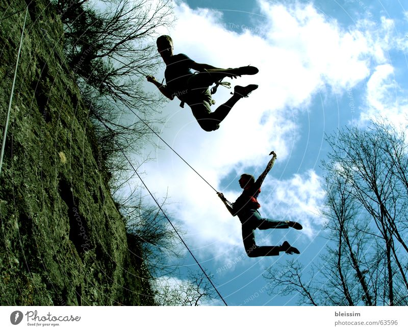 Flying Mensch Himmel Mann Natur Jugendliche weiß blau Freude Wolken Farbe Sport Freiheit Landschaft Glück braun Feste & Feiern