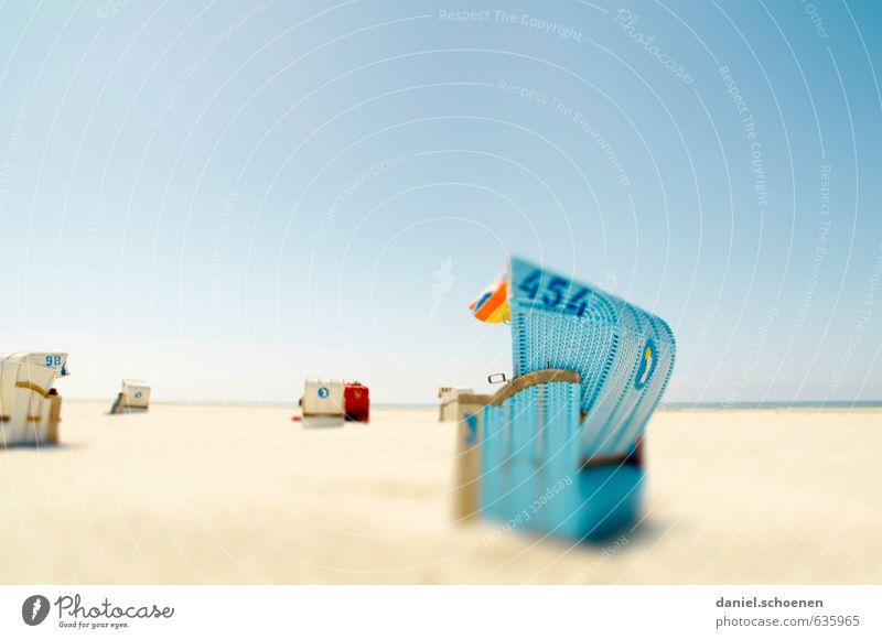Sommer in Sicht Ferien & Urlaub & Reisen Tourismus Sommerurlaub Sonne Sonnenbad Strand Meer Schönes Wetter Küste Nordsee hell blau Vorfreude Erholung mehrfarbig