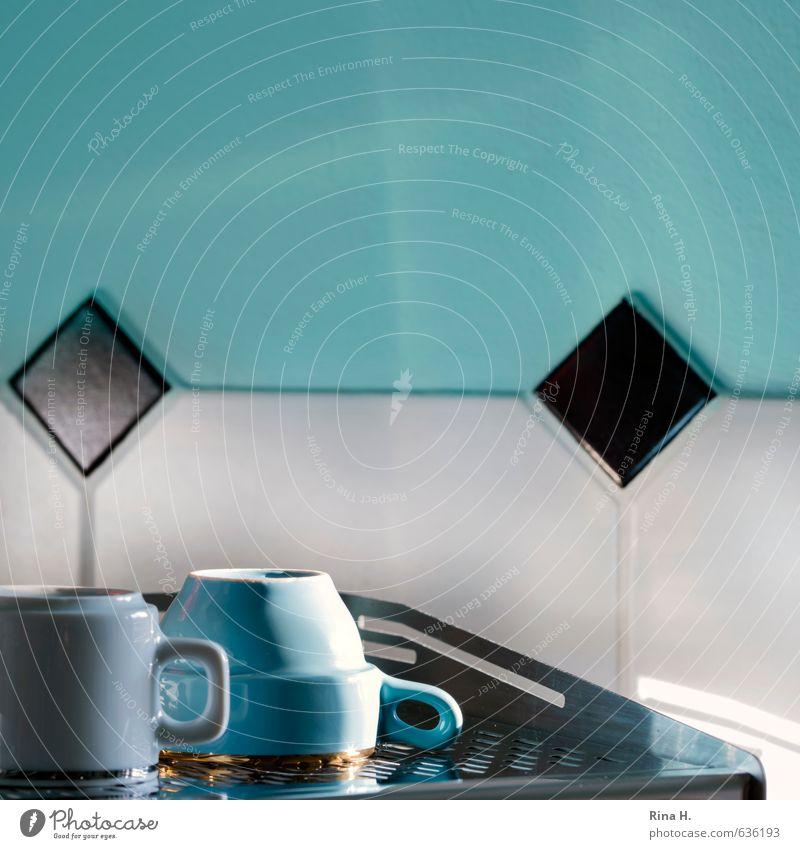 Sonniger Morgen Tasse Lifestyle Häusliches Leben Mauer Wand Kaffeemaschine Metall hell schwarz türkis weiß Lebensfreude Vorfreude genießen Quadrat Küche