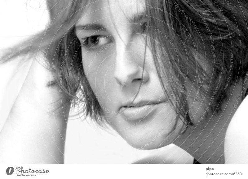 haar im gesicht Frau Mensch Gesicht blasen Haarsträhne Haare & Frisuren Schwarzweißfoto