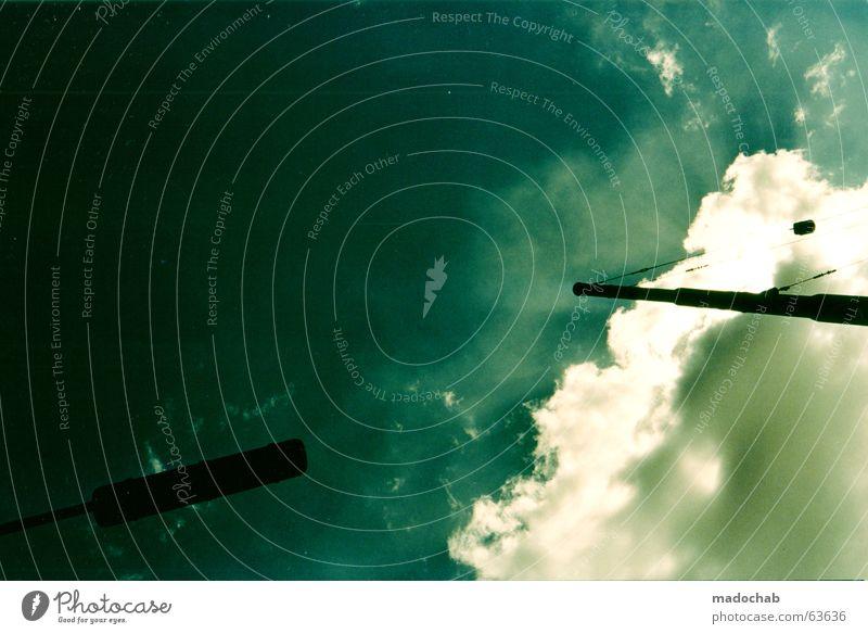 DAMN DARK DARLING Himmel blau Wolken Leben Kraft Angst Elektrizität Macht Kommunizieren Industriefotografie bedrohlich Vertrauen Sturm Laterne