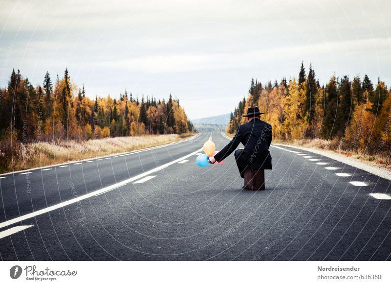 Ja, ich lass Sie fliegen.... Mensch Ferien & Urlaub & Reisen Mann Einsamkeit ruhig Erwachsene Straße Senior Herbst Freiheit Business warten 45-60 Jahre