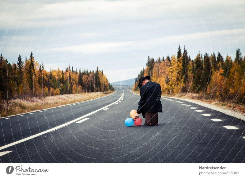 Lass ich Sie fliegen? Mensch Ferien & Urlaub & Reisen Mann Einsamkeit ruhig Erwachsene Straße Senior Herbst Freiheit Business warten 45-60 Jahre Abenteuer