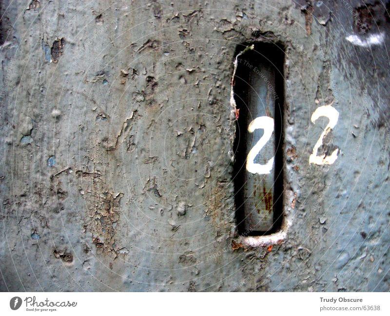 postcard no. 22 alt Metall Hintergrundbild Ziffern & Zahlen Buchstaben verfallen Rost Eisen Oberfläche verwittert Oxidation