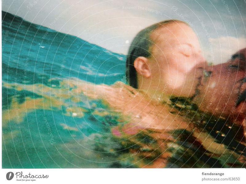overwaterlove Meer Küssen nass diagonal See Teich Sehnsucht Rettung türkis Wasser Liebe Haare & Frisuren Ohr Trieb titanic blau Salz Liebespaar