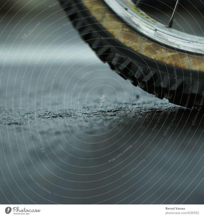 200 km Straße Fahrrad grau schwarz weiß Wege & Pfade Reifenprofil rund ruhen Felge Speichen Schatten parken Stoff Aluminium Markierungslinie Unschärfe