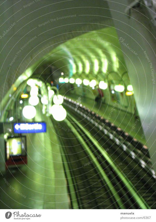 paris metro Paris Tunnel Gleise Lampe grün Unschärfe geheimnisvoll Europa U-Bahn Licht Anzeige