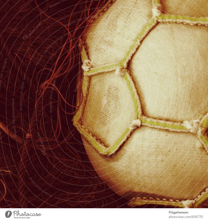 Fußballinnenleben Freizeit & Hobby Ball Nähen Naht Netz Farbfoto Innenaufnahme Nahaufnahme Detailaufnahme Seil Oberflächenstruktur rund Sechseck Menschenleer