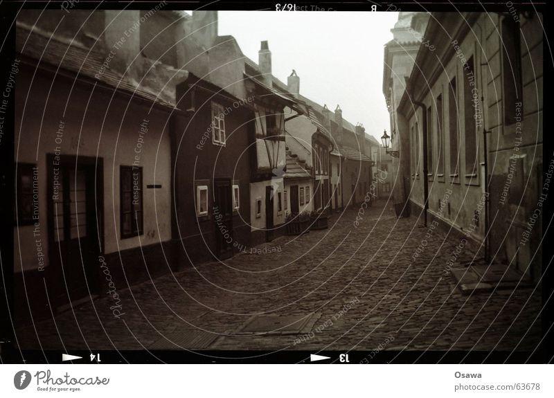 Hradschin 4:20 am Stadt Haus Straße Wege & Pfade Dorf Denkmal historisch Verkehrswege Wahrzeichen Stadtzentrum Stadtteil Straßenbelag Gasse Altstadt Prag