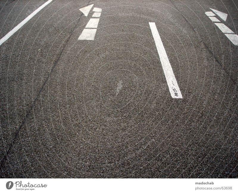 RICHTUNGSWECHSEL | pfeil management verkehr entscheidung Asphalt Richtung richtig falsch zielstrebig unentschlossen grau Verkehr Stil Grenze Regel graphisch