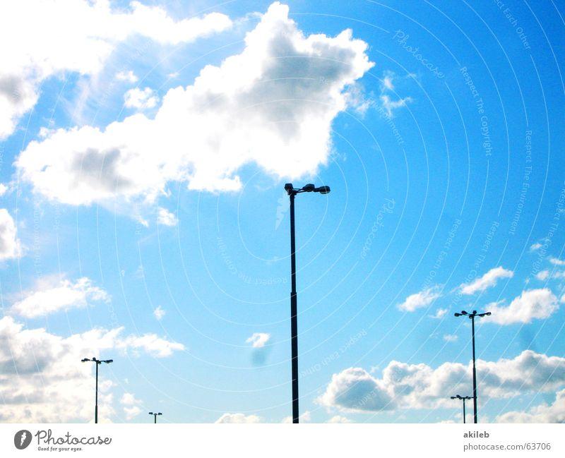 Laterne, Laterne, Sonne, Mond und Sterne Licht Wolken Straßenbeleuchtung Parkplatzbeleuchtung Flutlicht Platz Himmel Beleuchtung Strukturen & Formen hoch blau