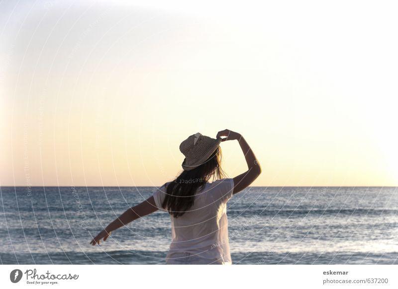 in the summertime .... Lifestyle Freude Glück Sommerurlaub Strand Mensch feminin Junge Frau Jugendliche Erwachsene 1 18-30 Jahre Natur Landschaft Wasser Himmel
