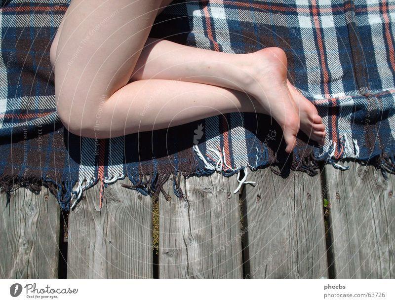 ja, aber ich will nicht aufstehn! See Steg Gewässer Holz gemütlich Physik Sommer Fuß Holzbrett Wärme Haut Beine