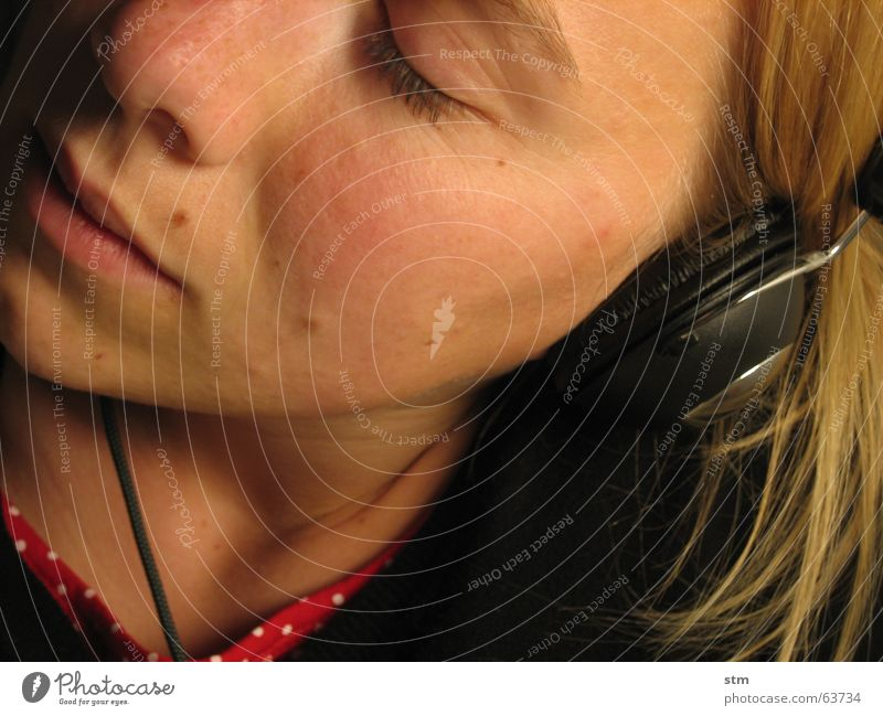 HEAR YOU Gesicht Gefühle Musik träumen Mund Nase Technik & Technologie Ohr hören Radio Kopfhörer Klang Sommersprossen Gehörsinn stereo Headset