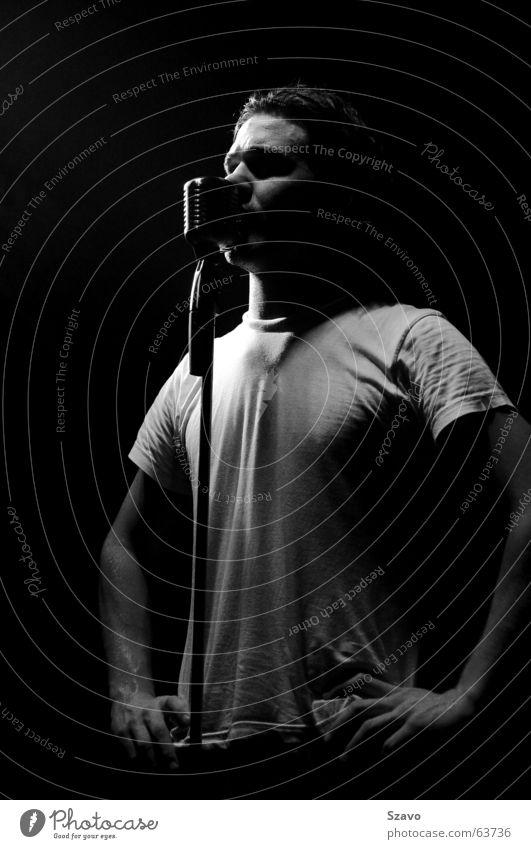 Singer Sänger Konzert live Mikrofon Bühne Licht Musik Schwarzweißfoto