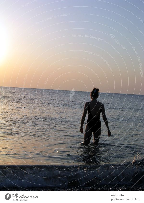 rendevouz mit der sonne Meer Horizont Sonnenaufgang Morgen Erfrischung Frau Schwimmen & Baden Ferien & Urlaub & Reisen Türkei Wasser Morgendämmerung Einsamkeit
