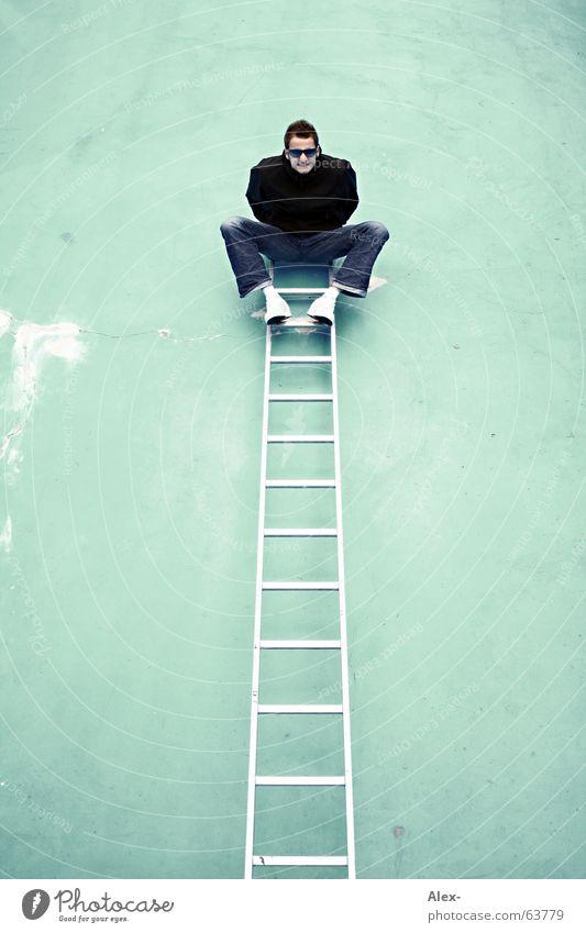 Auf die Plätze ... Wand Schwimmbad Mann Freak verrückt aufsteigen Top Höhepunkt zappeln Absturz brechen Leiter boy lustig Freude fun funny Klettern Spitze