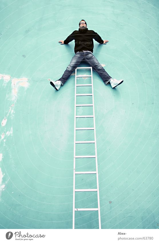 ... fertig ... Mann Freude Tod Wand lustig Treppe verrückt Spitze Schwimmbad fallen Klettern Top Leiter Freak brechen aufsteigen