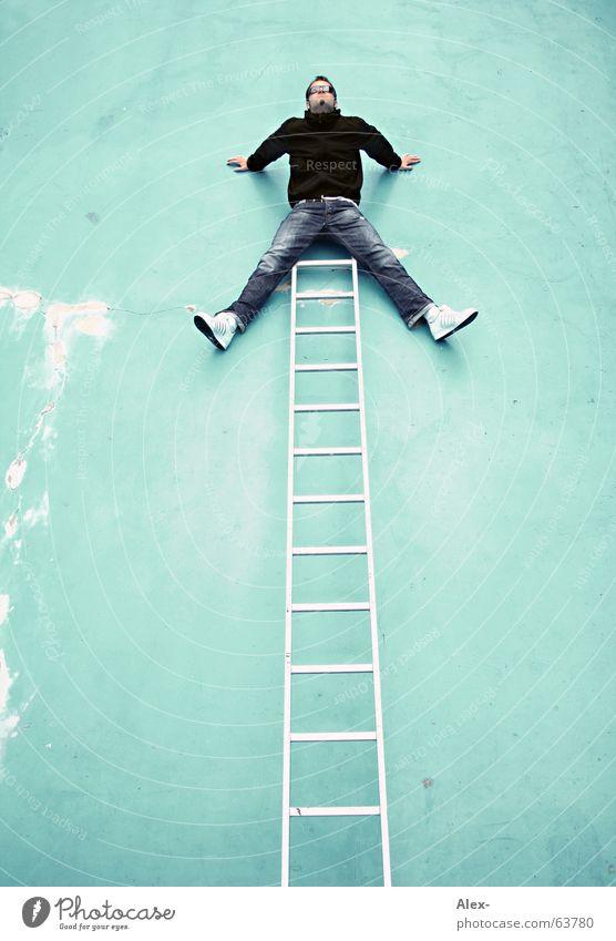 ... fertig ... Wand Schwimmbad Mann Freak verrückt aufsteigen Top Höhepunkt zappeln Absturz brechen Unfall Leiter boy lustig Freude fun funny Klettern Spitze