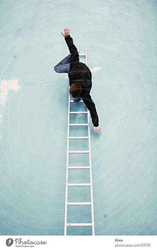 ... los! Wand Schwimmbad Mann Freak verrückt aufsteigen Top Höhepunkt zappeln Absturz brechen Unfall Leiter boy lustig Freude fun funny Klettern Spitze spaßen