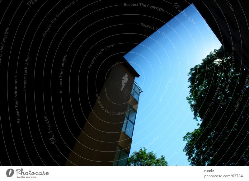 kantenhimmel Gebäude Haus Baum Aussicht Fenster Geometrie Himmel blau Schatten Ecke Pfeil