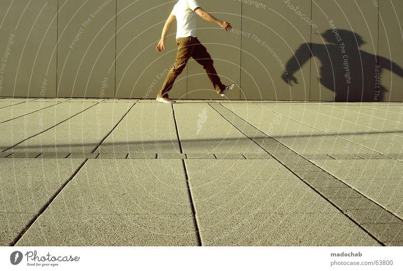 VORWÄRTS GEHEN | typ people person mann bewegung urban Mensch Mann Jugendliche Stadt Leben Wand grau Bewegung Mauer Stil braun gehen laufen Beton Erfolg