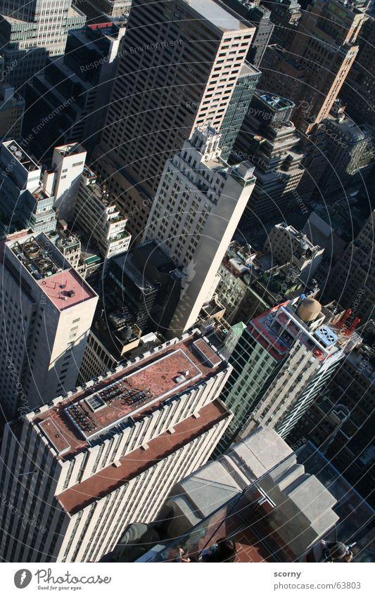 Tiefe Einblicke Gebäude Hochhaus Vogelperspektive fallen tief Sturz New York City