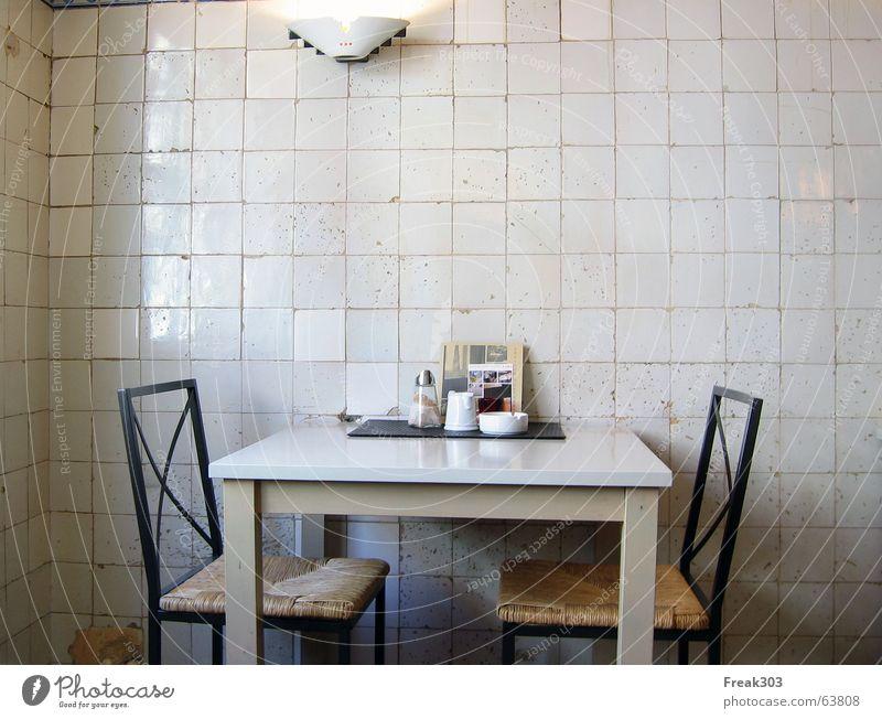 Das Café Leos in Lüdinghausen Graffiti Tisch Stuhl Fliesen u. Kacheln gemütlich Aschenbecher Speisekarte urig