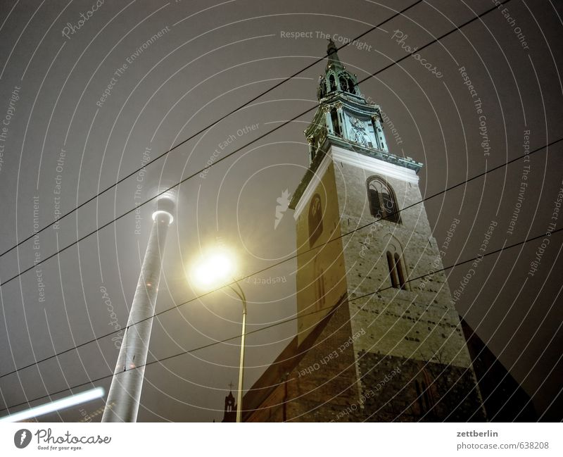 Fernsehturm und so Himmel Stadt Himmel (Jenseits) dunkel Beleuchtung Berlin Verkehr Straßenbeleuchtung Laterne Mitte Stadtzentrum Hauptstadt