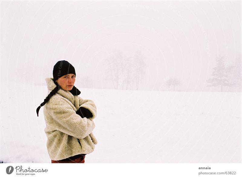 the white day Frau Mütze Zopf kalt Winter ernst Frankreich Mensch Porträt weiß woman snow Schnee cold not ok it's not ok but i don't mind france