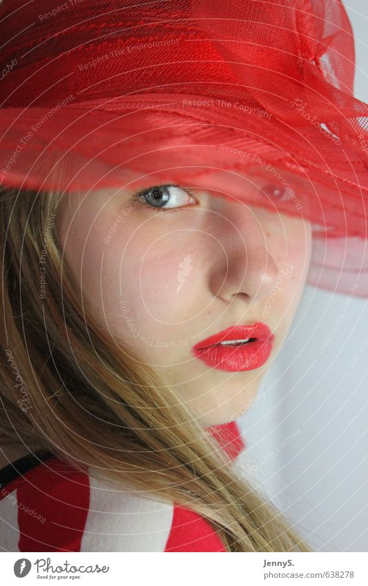 Das Mädchen mit dem roten Hut Mensch Kind Jugendliche schön Farbe Junge Frau Gesicht feminin Mode elegant blond 13-18 Jahre geheimnisvoll