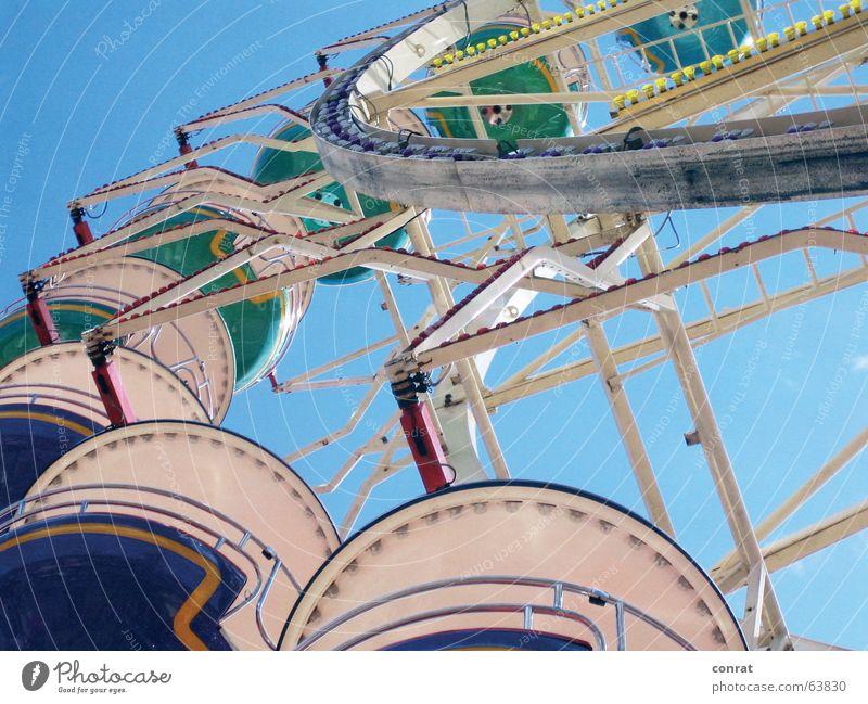 Heringstage Riesenrad Jahrmarkt Sommer karussel Blauer Himmel Sonne in Kiel