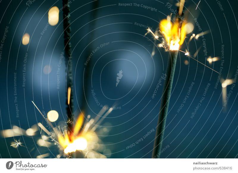 Burning Sparklers Wunderkerze Ferien & Urlaub & Reisen blau schön Weihnachten & Advent Farbe Freude gelb Feste & Feiern Stimmung Party glänzend Geburtstag