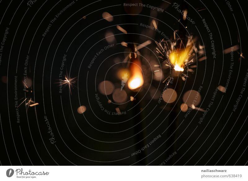 Burning Sparklers schön Freude schwarz gelb Wärme Glück Feste & Feiern Stimmung Party glänzend leuchten Geburtstag Fröhlichkeit Brand Kerze Silvester u. Neujahr