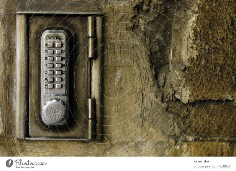 1234567890XYZC Türschloss aufmachen schließen Taschenrechner Wand rau Stahl Sandstein braun Burg oder Schloss lock Digitalfotografie uneben Strukturen & Formen