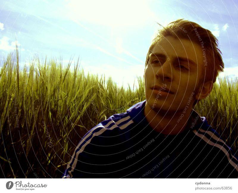 Ich mach noch Pause... Mensch Himmel Mann Natur blau grün Sonne Sommer Farbe ruhig Gesicht Gefühle Wärme Gras Denken Feld