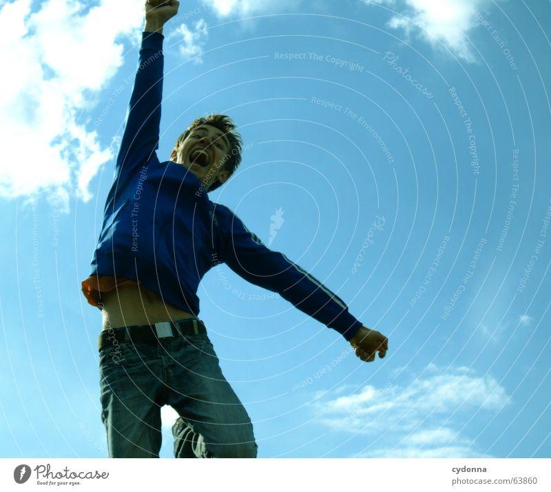 Spring Dich frei! #3 Mann Jacke Kapuzenjacke Gras Feld Sommer Gefühle springen hüpfen verrückt Spielen Körperhaltung schreien Jugendliche Schwung Himmel Mensch