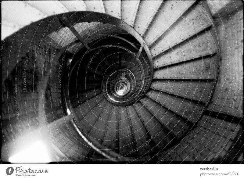 Wendeltreppe Treppenhaus Treppengeländer Stahl Eisen Gußeisen Gasometer Prenzlauer Berg Industriedenkmal Niete Berlin Turm Feldsalat Schnecke abwärts aufwärts
