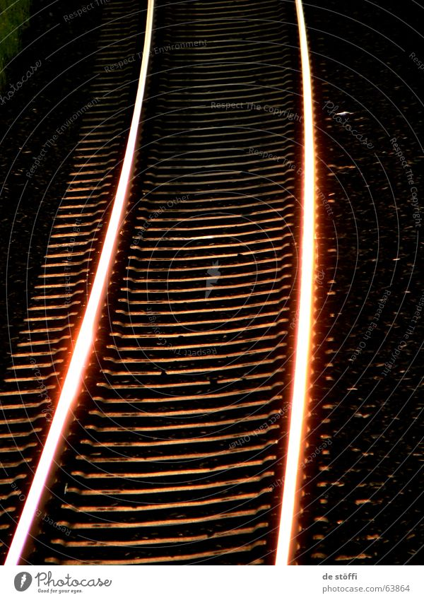 heiße.gleiße Sonne dunkel Wärme Beleuchtung Eisenbahn Gleise Verkehrswege grell glühend