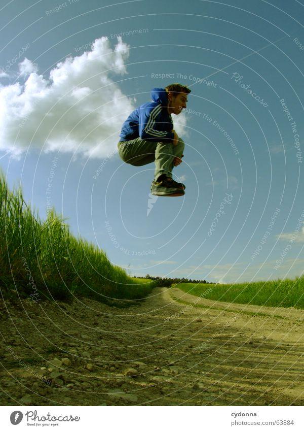 Spring Dich frei! #8 Mann Jacke Kapuzenjacke Gras Feld Sommer Gefühle springen hüpfen verrückt Spielen Körperhaltung schreien Jugendliche Wolken stagnierend