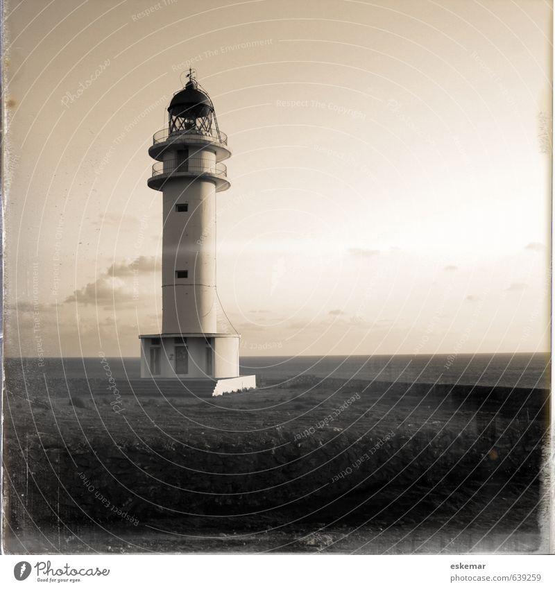 Leuchtturm am Cap de Barbaría, Formentera Ferien & Urlaub & Reisen Sommer Meer Ferne Senior Gebäude Architektur Horizont Stimmung Tourismus Insel ästhetisch Vergänglichkeit retro geheimnisvoll Bauwerk