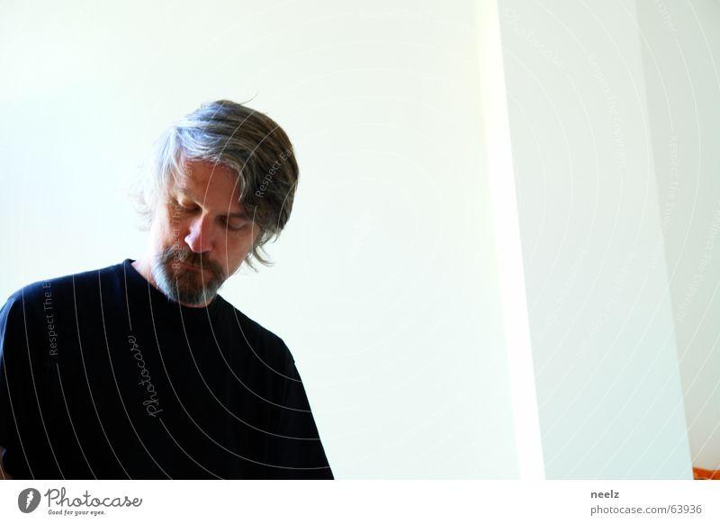 ...if Spiegel Mann schwarz weiß Bart Trauer Frustration Kontrast Blick Traurigkeit Schmerz Einsamkeit