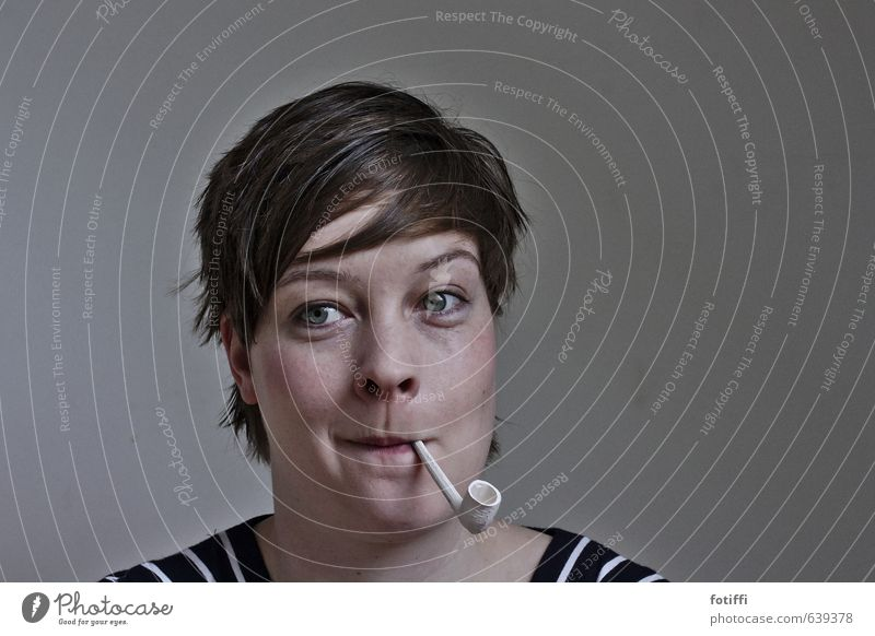 ich pfeif' auf II Rauchen feminin Junge Frau Jugendliche 1 Mensch 18-30 Jahre Erwachsene Lächeln Freude Leben Neugier träumen Alternative Pfeife verzichten